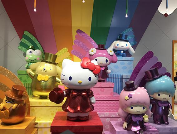 「サンリオレインボーワールドレストラン」の入り口前では7色それぞれを担当するキャラクターがお出迎え