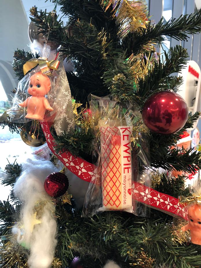 クリスマスツリーにはキユーピーと一緒にマヨネーズも。